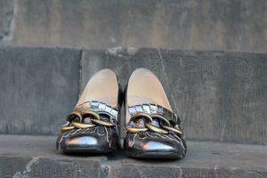 mocassini-con-frange, mocassini-argento, fibbia, scarpe