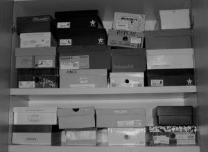 cambio-di-stagione, armadio, scarpe, scatole