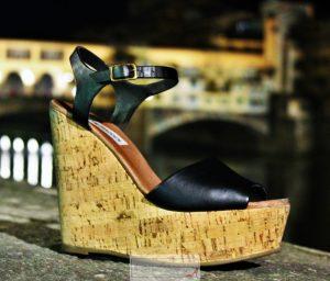 abbinare sandali con plateau