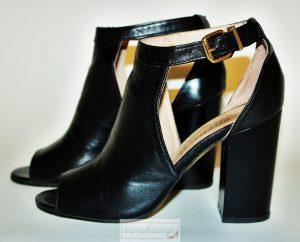 Le-10-paia-di-scarpe-che-tutte-le-donne-dovrebbero-avere-nell-armadio-8