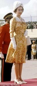 Le-scarpe-della-regina-Elisabetta-2