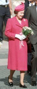 Le-scarpe-della-regina-Elisabetta-3