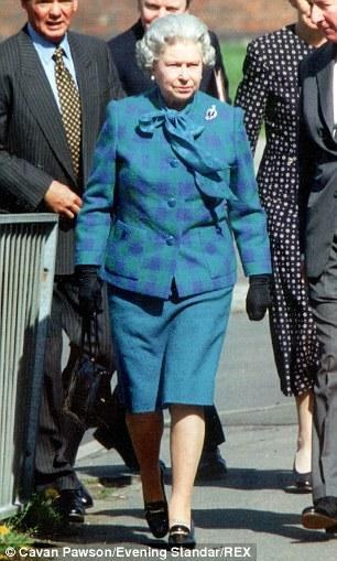 Le-scarpe-della-regina-Elisabetta-4