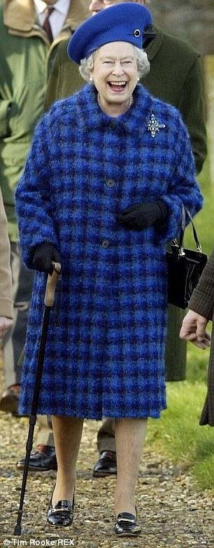 Le-scarpe-della-regina-Elisabetta-5