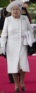 Le-scarpe-della-regina-Elisabetta-7