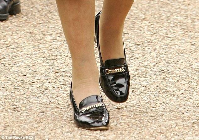 Le-scarpe-della-regina-Elisabetta