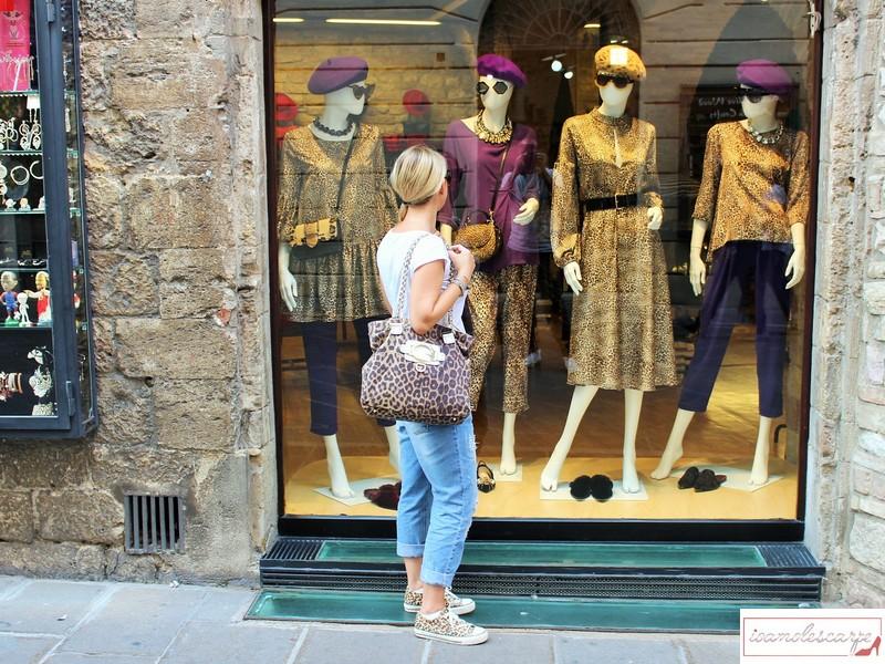 Come abbinare le scarpe leopardate: 3 outfit che ti torneranno utili