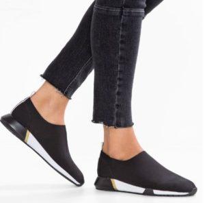 Acquistare-scarpe-con-i-saldi-2019-8