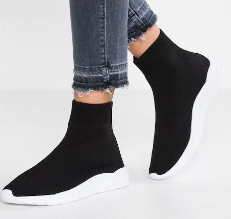 Acquistare-scarpe-con-i-saldi-2019-c