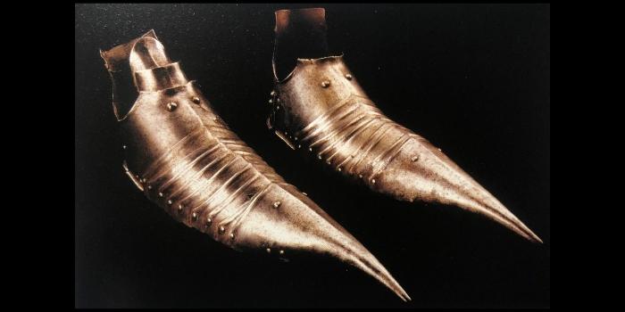Le scarpe nel Medioevo: moda, ceti sociali e imposizioni