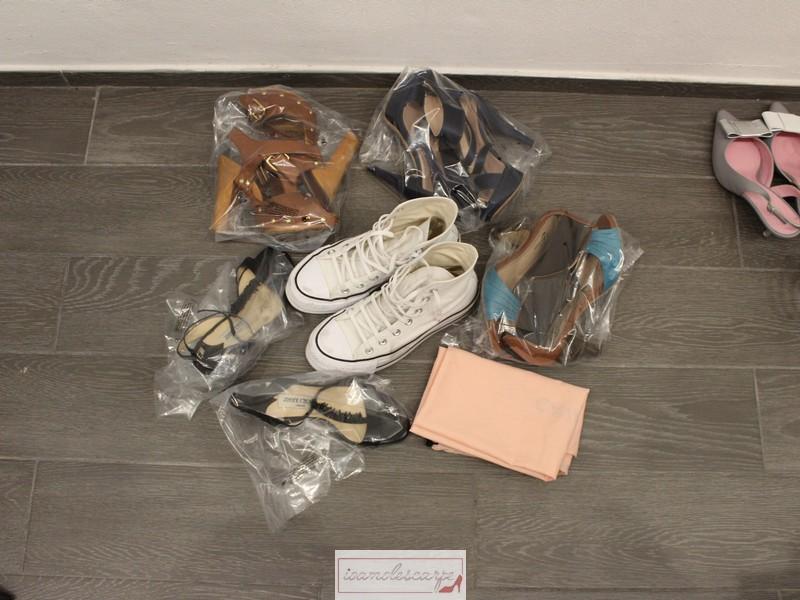 Come-sistemare-le-scarpe-in-valigia-1