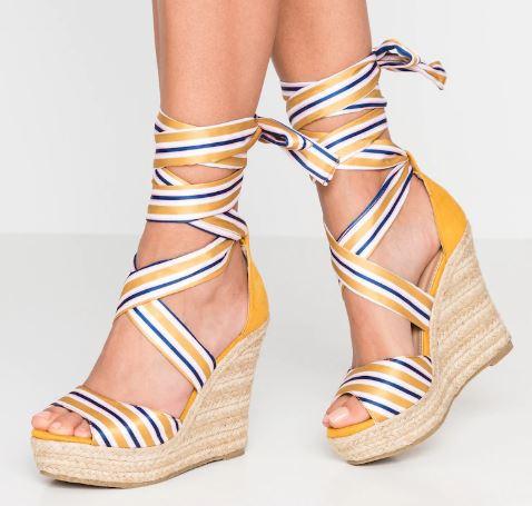 Sandali-con-fascia-colorata-1