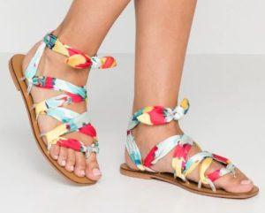 Sandali-con-fascia-colorata