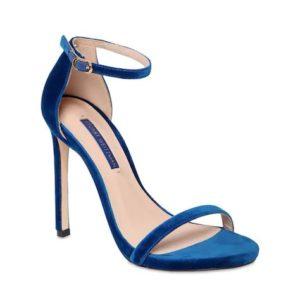 Classic-Blue-colore-Pantone-2020-Stuart-Weitzman