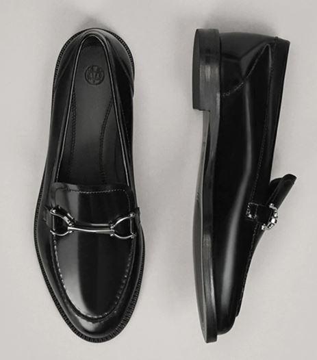 Che-scarpe-mettere-per-un-colloquio-di-lavoro-A