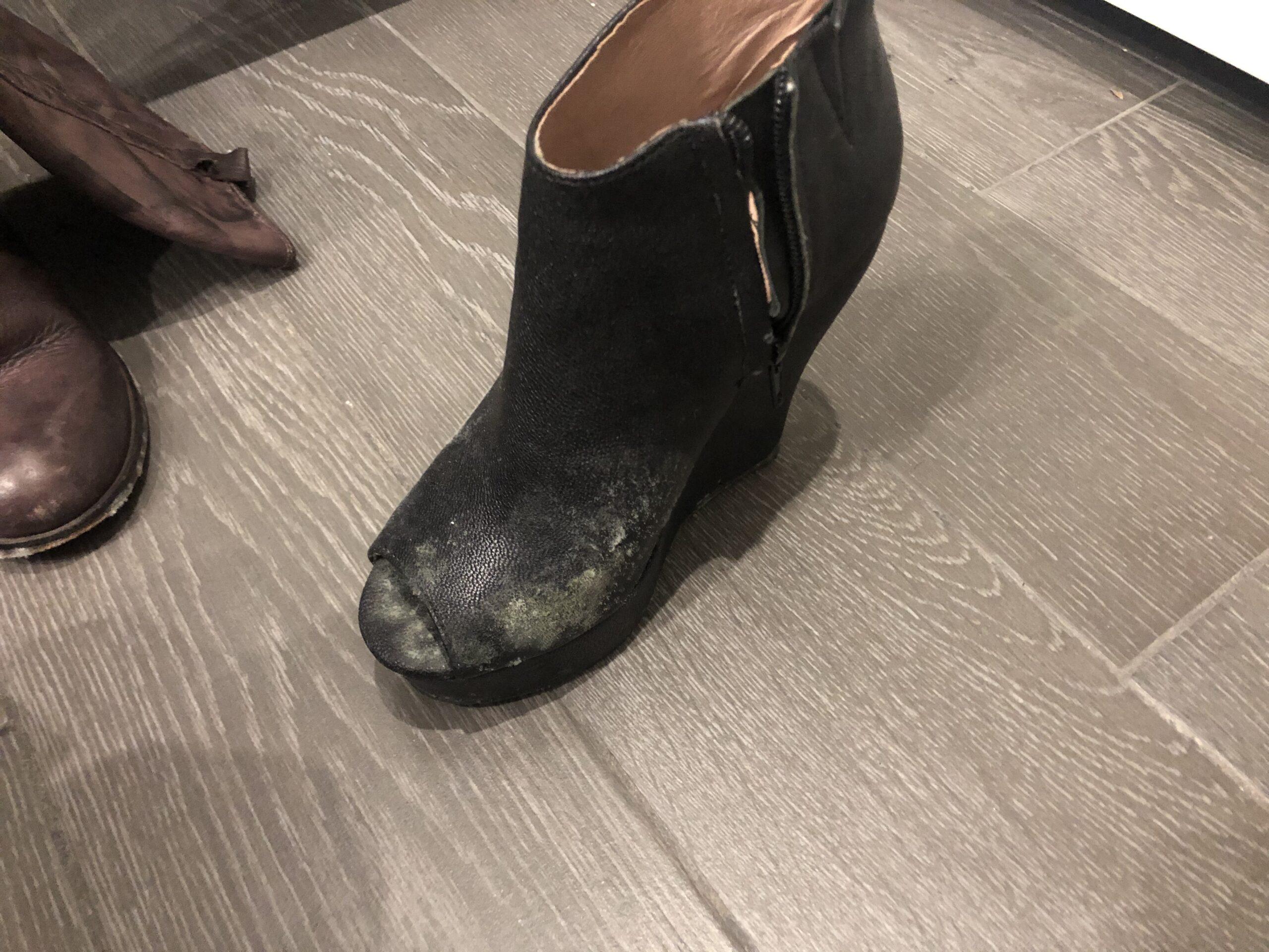 Come-togliere-la-muffa-dalle-scarpe-2